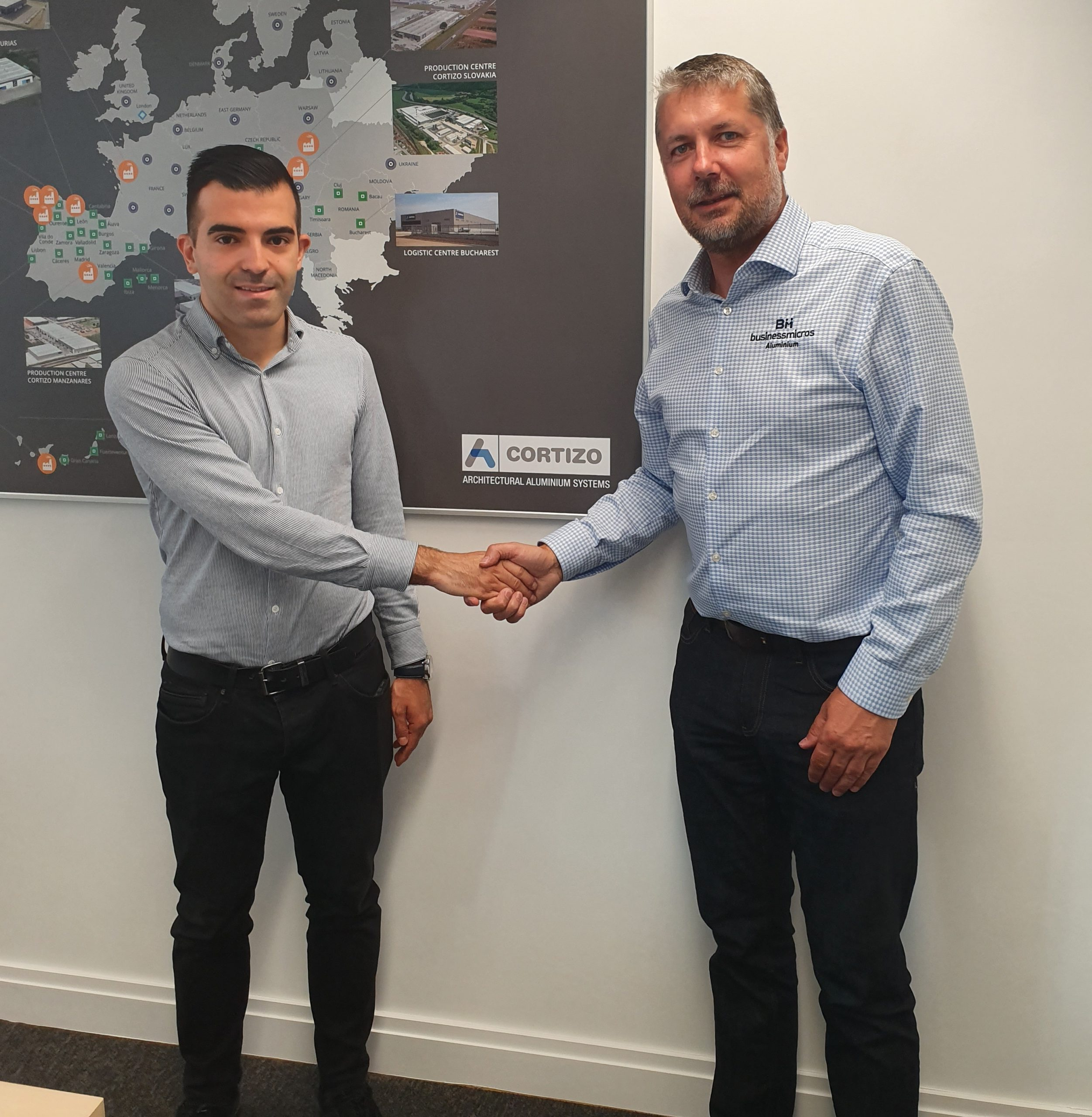 LogiKal - BMA291 Brais Lorenzo Villar from Cortizo left pictured with Dean Hodges from BM Aluminium e1564994886758 scaled